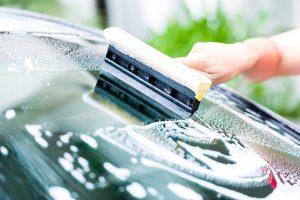 mycie-szyby-wiosenne-porzadki-auta